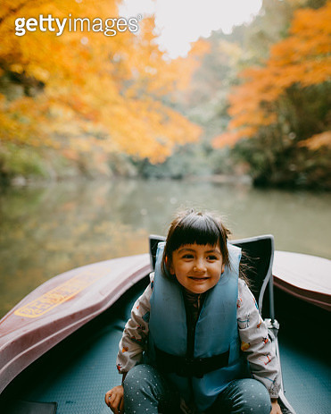 Cute toddler girl enjoying a boat ride with autumn foliage - gettyimageskorea
