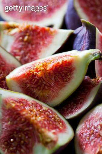Quarters of fresh figs, close-up - gettyimageskorea