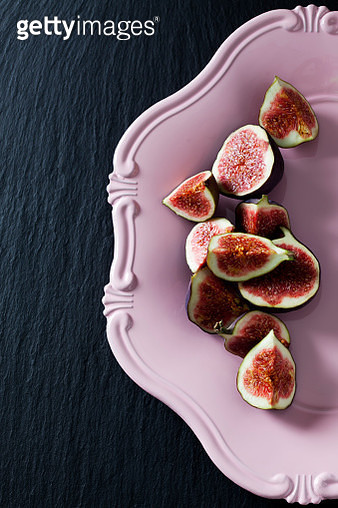 Sliced figs on pink plate - gettyimageskorea