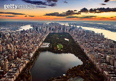 Aerial view of New York City captured from above the Central Park at sunset. - gettyimageskorea