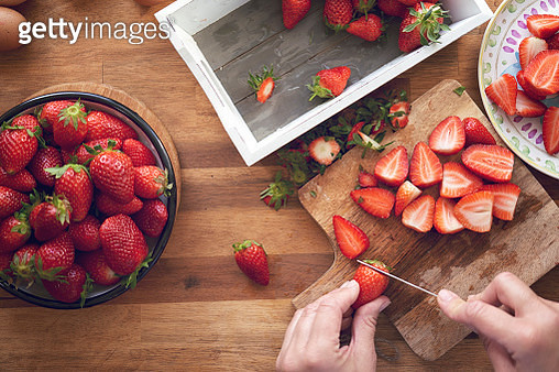 Preparing Strawberry Tart with Vanilla Cream - gettyimageskorea