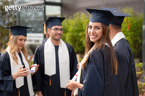 Female graduate student with a group of friends - gettyimageskorea