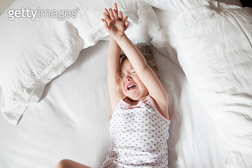 Little girl crying in bed - gettyimageskorea