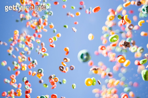 Colorful fruit loops cereals levitating in the sky in a beautiful visual effect. - gettyimageskorea