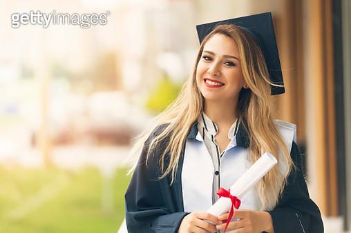 Graduation woman Smiling - gettyimageskorea