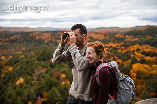 Young couple hiking in mountain and relaxing looking at view - gettyimageskorea