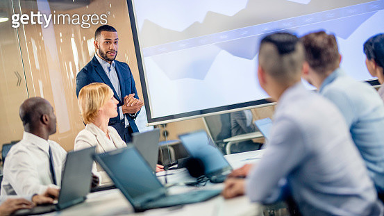 African-American financial analyst giving report to board members - gettyimageskorea