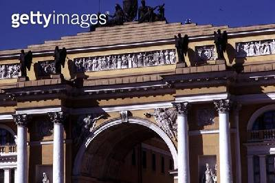 <b>Title</b> : The archway from the Senate and Synod, built in 1829-34 (photo) (detail)Additional Info19th century neo-classical Russian archit<br><b>Medium</b> : <br><b>Location</b> : St. Petersburg, Russia<br> - gettyimageskorea