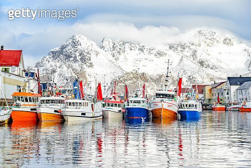 Fishing boats in Henningsvaer in winter in Lofoten archipel, Norway - gettyimageskorea