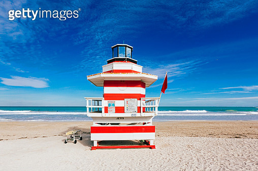 Red and white striped lifeguard hut stylized as lighthouse in South Beach, Miami, Florida, USA - gettyimageskorea