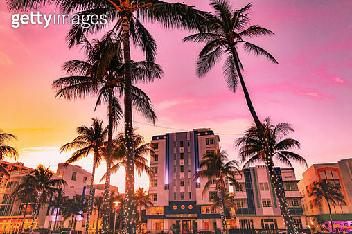 The waterfront of the famous Ocean Driver Art Deco district of Miami Beach with stunning sunset. - gettyimageskorea