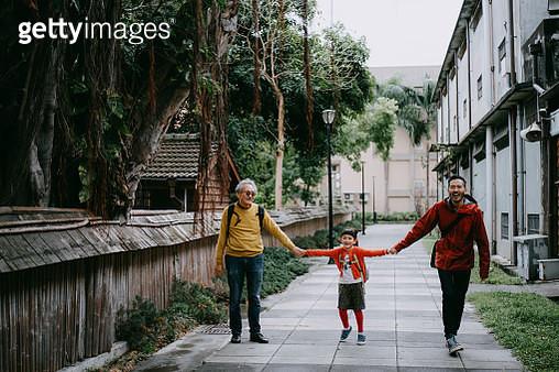 Happy three generation family walking on street, Taiwan - gettyimageskorea