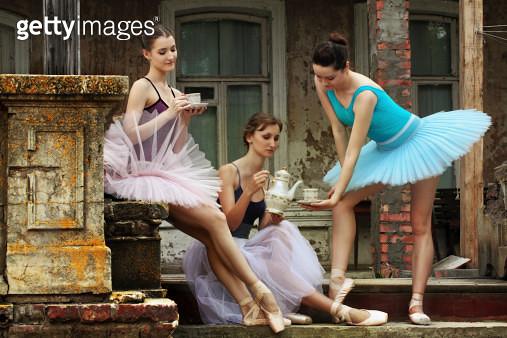 three ballerinas - gettyimageskorea