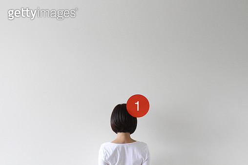 Woman with a notification icon - gettyimageskorea