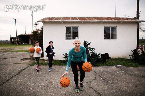 bald mother basketball coach - gettyimageskorea