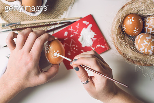 Human hand painting easter eggs - gettyimageskorea