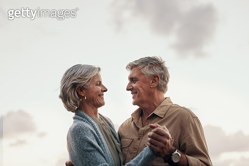 Cropped shot of an affectionate mature couple dancing together while celebrating a new year outdoors - gettyimageskorea