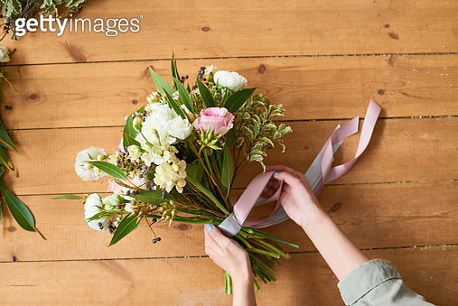 Final touches to make bridal bouquet - gettyimageskorea