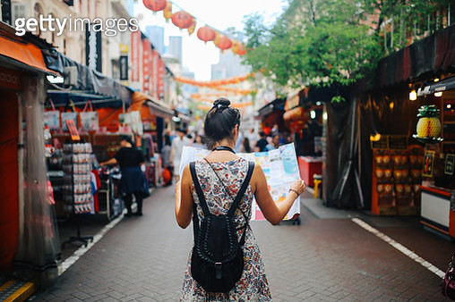 young solo traveler woman in Singapore street market checking the map - gettyimageskorea