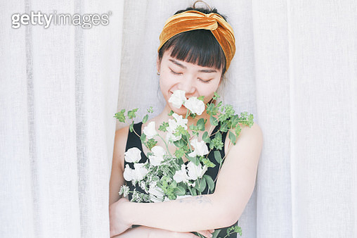 A women having flowers - gettyimageskorea