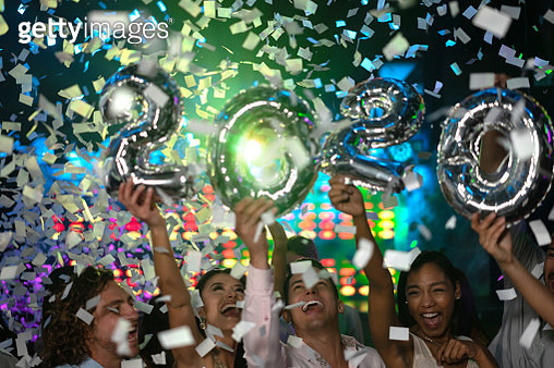 Excited group of people celebrating the New Year 2020 partying at a nightclub and looking very happy – lifestyle concepts - gettyimageskorea