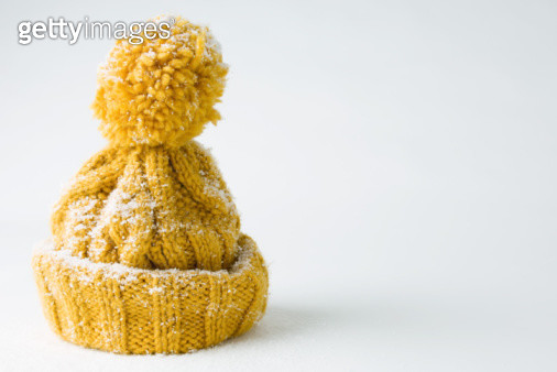 Snow-covered knit hat - gettyimageskorea
