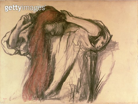 Woman combing her hair (charcoal & pastel) - gettyimageskorea