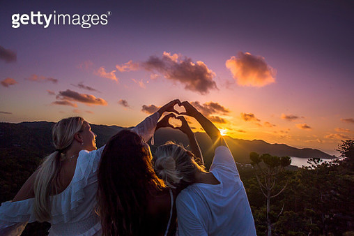 The Forts Walk is a popular activity on Magnetic Island. Travelers climb atop a historic World War 2 fortification to watch the sunset. - gettyimageskorea