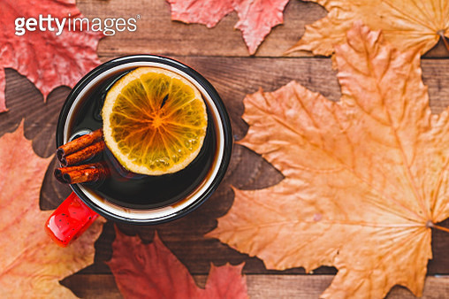Directly Above Shot Of Tea Cup And Autumn Leaves On Table - gettyimageskorea