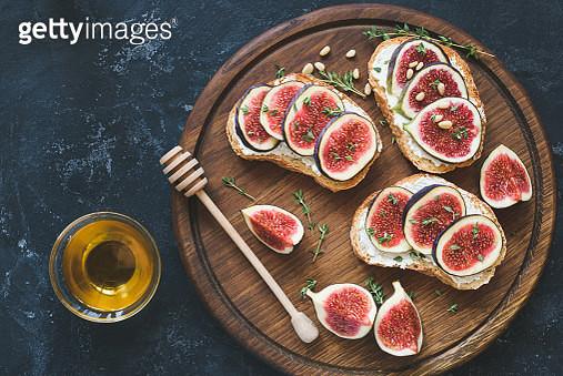 Fresh fig and cheese bruschetta toast - gettyimageskorea