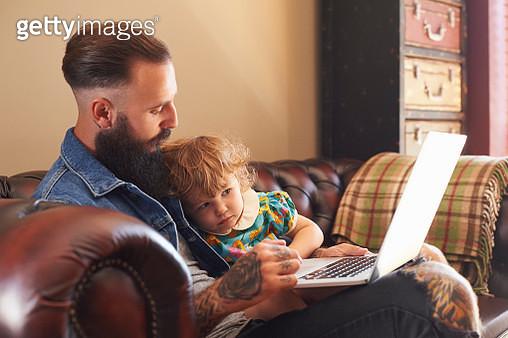 Dad and toddler daughter using laptop - gettyimageskorea