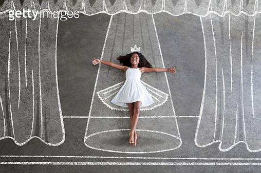 Barefoot black girl, imagines being ballerina - gettyimageskorea