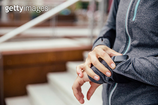 Young sporty woman checking her smart watch - gettyimageskorea