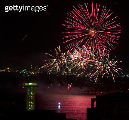 fireworks on new year eve over the harbour - gettyimageskorea