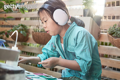 Girl mixing colors on a palette - gettyimageskorea
