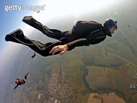 Skydiver break off - gettyimageskorea