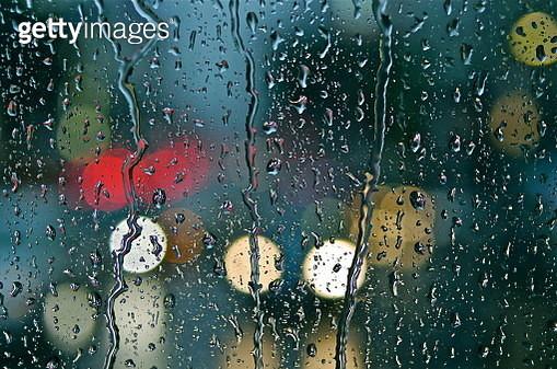 夜、車のフロントガラスに叩きつける東京のゲリラ豪雨または台風 rain_P1140538.JPG - gettyimageskorea