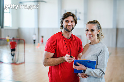 Front view of man and woman training class. - gettyimageskorea