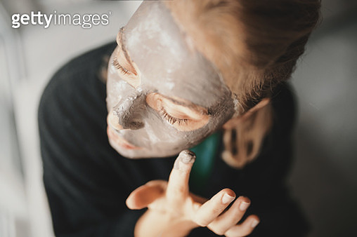 Clay is a natural remedy for my skin. - gettyimageskorea