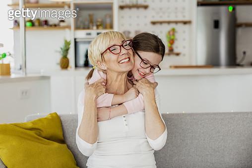 A little girl hugs her grandmother - gettyimageskorea