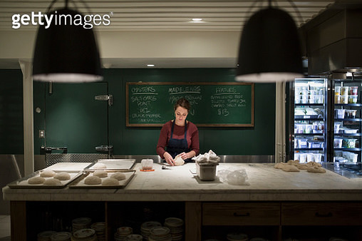 Pastry chef working late in restaurant kitchen - gettyimageskorea