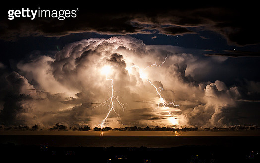 Storm clouds shroud an electrical storm of the coast of  Byron Bay at night. Taken from the hinterland around Mullumbimby, early evening in Autumn as the changing sky dazzles with a natural light show of lightning bolts and billowing clouds dance in the s - gettyimageskorea