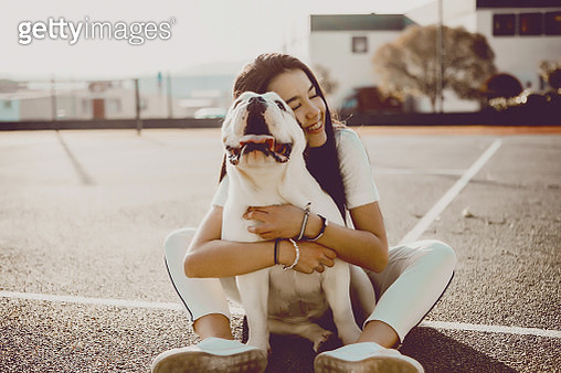 a girl petting dog - gettyimageskorea