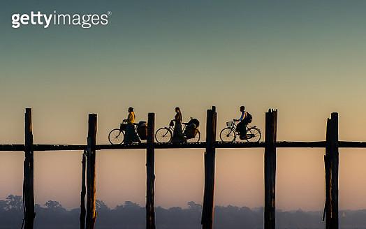Burmese life at U-bein Bridge, Mandalay - gettyimageskorea