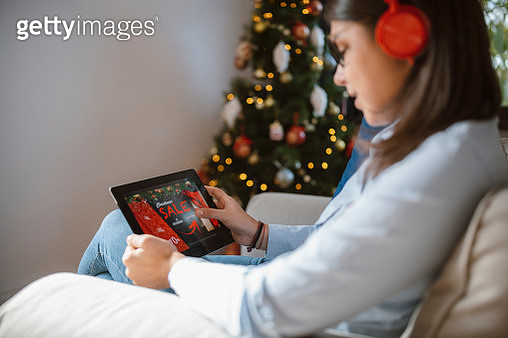 Online shopping before Christmas. - gettyimageskorea