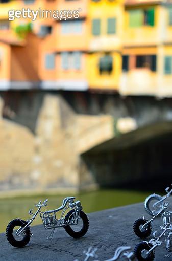 arno moto ponte vecchio o - gettyimageskorea