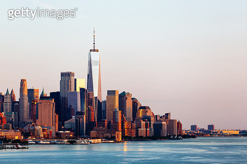 New York skyline with Manhattan Downtown financial district and Hudson River, USA - gettyimageskorea