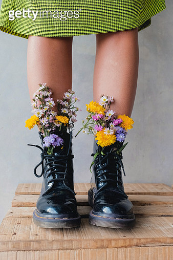 Live flowers in shoes - gettyimageskorea