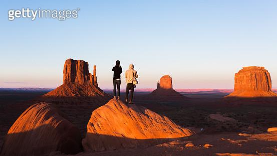 sunset in Monument Valley, Arizona. - gettyimageskorea