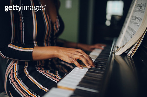 Young woman playing piano in her Los Angeles apartment - gettyimageskorea